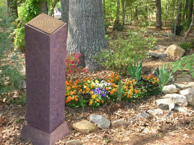Cremation Pillar with Bronze